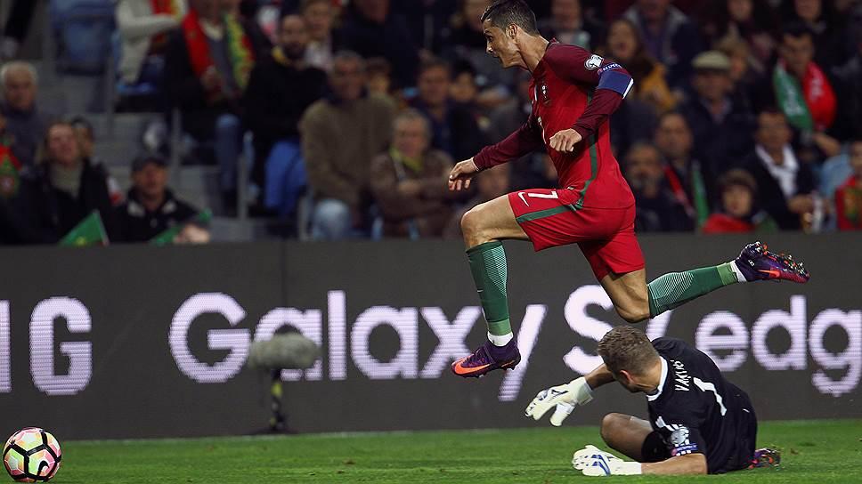 Лидер сборной Португалии Криштиану Роналду (№7) в четырех матчах отборочного турнира чемпионата мира 2018 года забил семь мячей