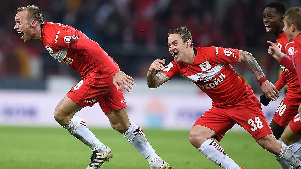 Точный удар Дениса Глушакова (слева) позволил «Спартаку» превратить в победный почти уже ставший ничейным матч против «Амкара»