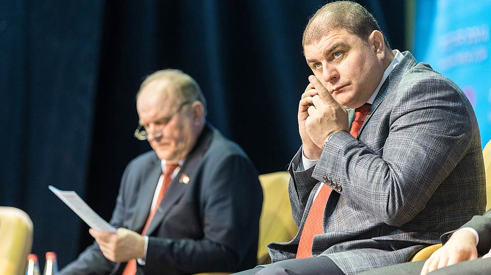 Губернатор-коммунист Вадим Потомский (слева Геннадий Зюганов) говорит, что не будет бороться за возвращение званий, но хочет «лично для себя разобраться, как произошло лишение»