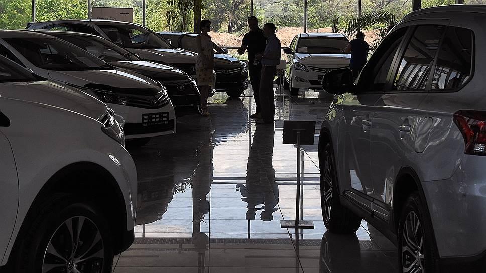 Автоконцерны воссоединяют с Крымом / Они могут не получить господдержки без сервисных центров во всех российских регионах
