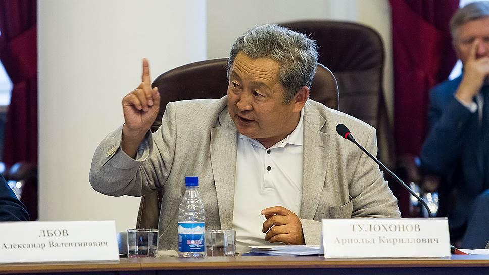 Почему Арнольд Тулохонов написал заявление о досрочном сложении полномочий