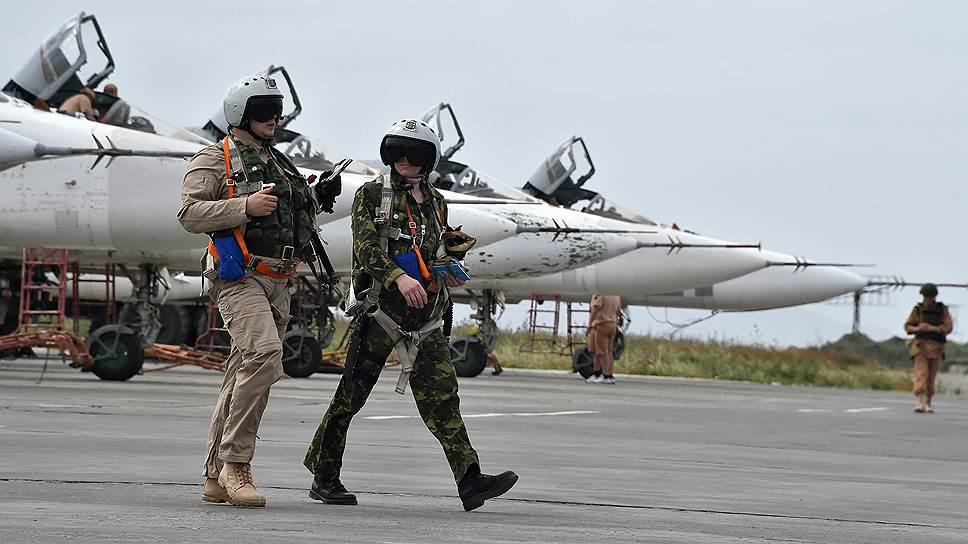 Российские военные уменьшают количество техники и вооружений в Сирии