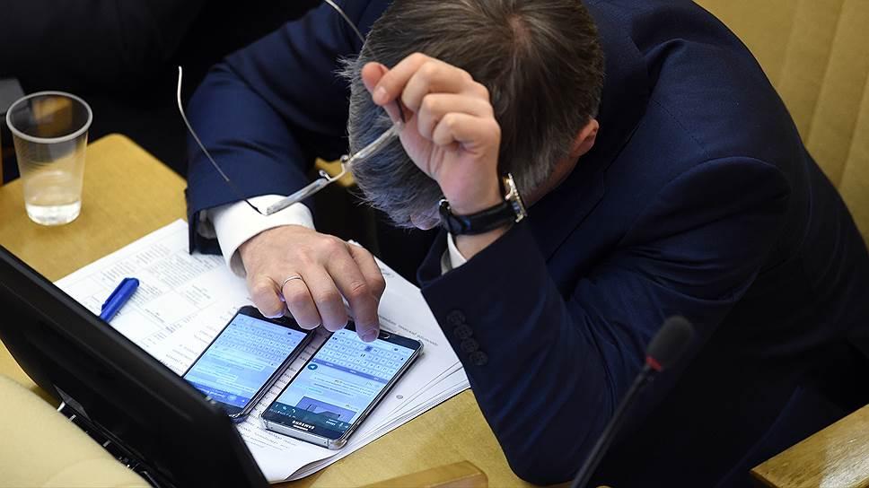 Как Минтруд готовил разъяснения для чиновников, сидящих в интернете