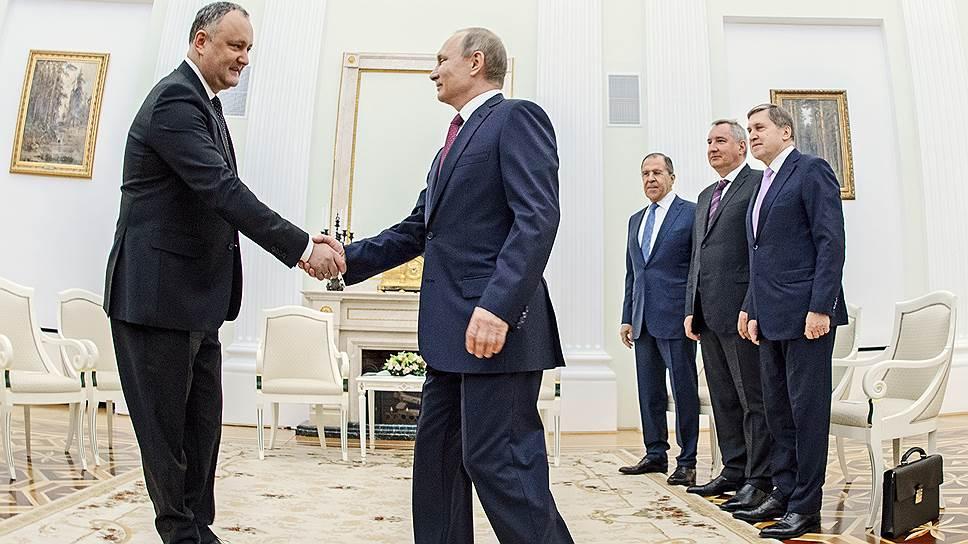 Внешняя политика Молдавии раздвоилась из-за визита президента Игоря Додона в Москву