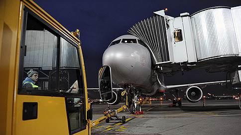 Авиабилеты держатся на низком эшелоне // Перевозчики продолжают борьбу за сужающийся рынок