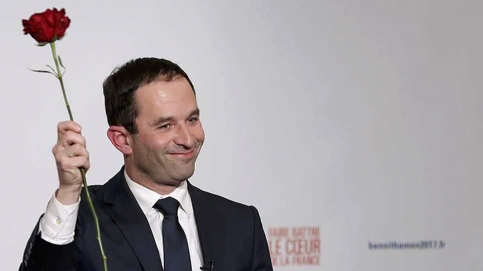 Как скандал вокруг супруги кандидата в президенты может изменить расклад сил во Франции