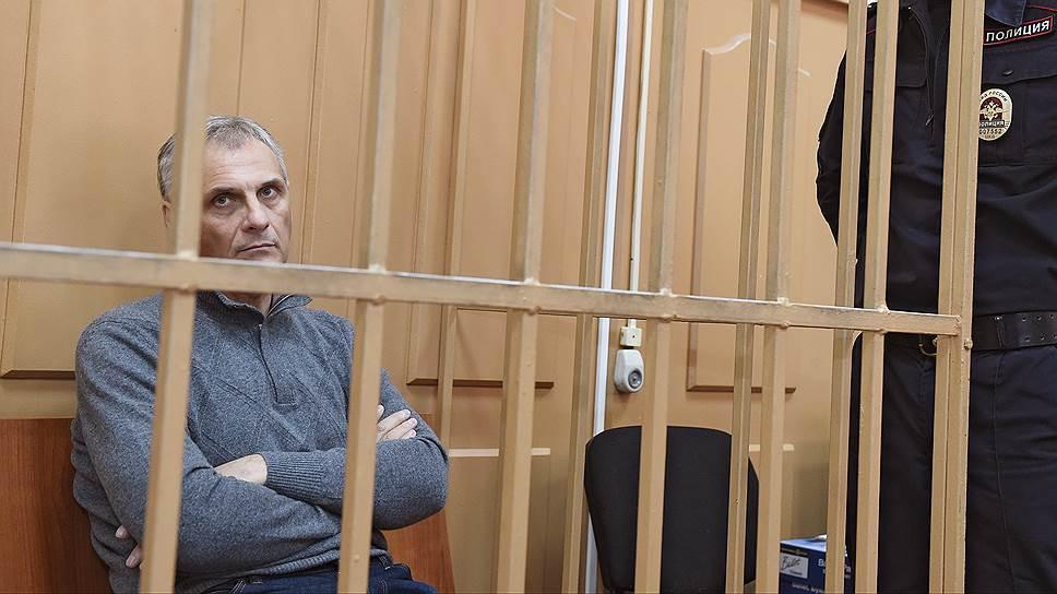 В чем обвиняют бывшего губернатора Сахалинской области Александра Хорошавина