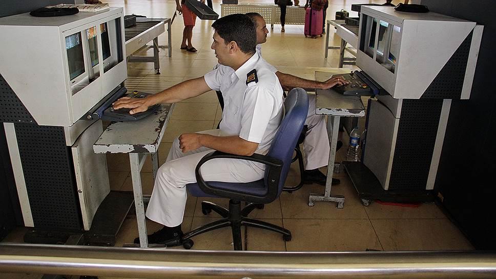 Аэропортам Каира и Хургады расписали полномочия российских охранников