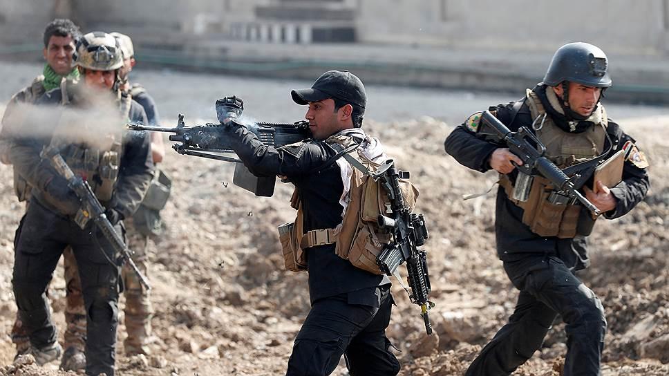 Как боевики ИГ отступали из Мосула и Пальмиры