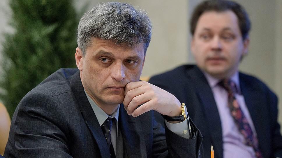 В ГИБДД России (на фото — представитель Госавтоинспекции Сергей Фомочкин) обеспокоены отсутствием информации о состоянии здоровья водителей