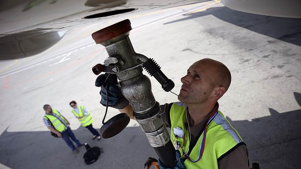 Дело ахнет керосином / Отсутствие правил заправки самолетов угрожает безопасности