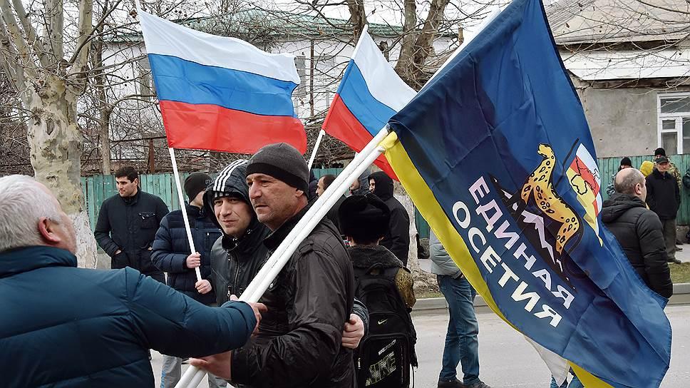 Не все в Южной Осетии согласны, что переименование в «Государство Алания» поможет объединиться под одним флагом с Северной Осетией
