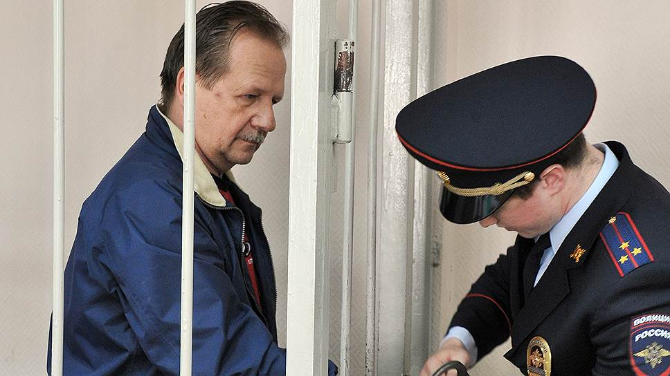 Возврат судом дела Владимира Полишкарова (слева) и его подельников в прокуратуру может серьезно повлиять и на расследование в отношении его сына