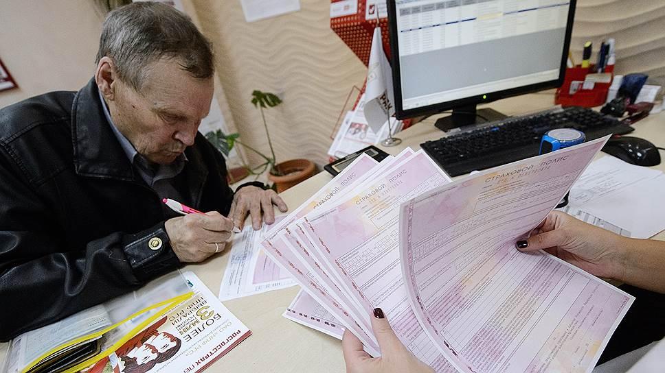 Правительство планирует полный переход на электронные полисы ОСАГО