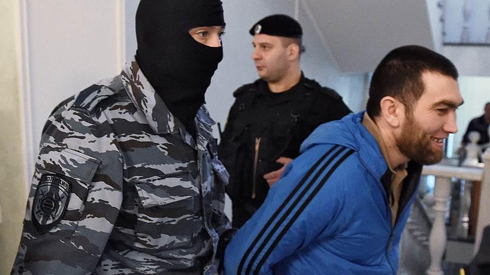 Почему обвиняемый в убийстве Бориса Немцова решил не повторять сказанного