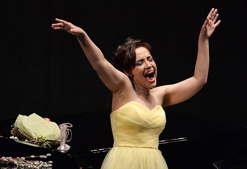 Хрестоматийной сопрановой классике Надежда Павлова способна придать неожиданно гротескный изгиб