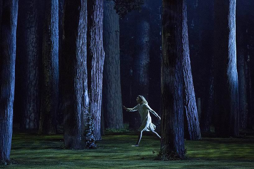 Ставя многолюдную оперу Римского-Корсакова, Дмитрий Черняков подчеркнул одиночество и беззащитность главной героини
