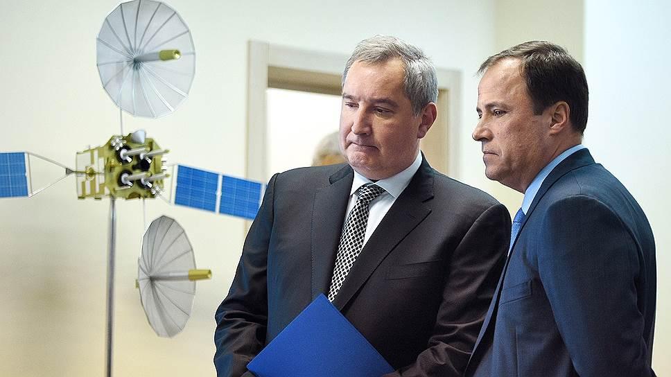 Дмитрий Рогозин (слева) и Игорь Комаров нашли место для системы «Гонец» в системе «Роскосмоса»