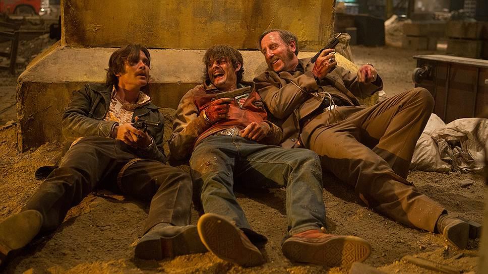 В фильме, вопреки непрерывной пальбе, не пытаются веселиться разве что те, кого уже подстрелили намертво