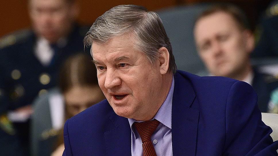 Аудитор Счетной палаты РФ Сергей Штогрин уверен, что арбитражные управляющие порой закрывают глаза на признаки фиктивного или преднамеренного банкротства должников
