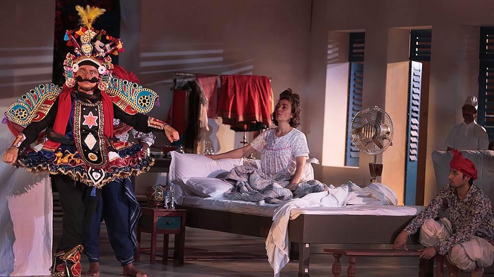 Спектакль так же пестр и причудлив, как и мелькающие в нем костюмы традиционного индийского театра