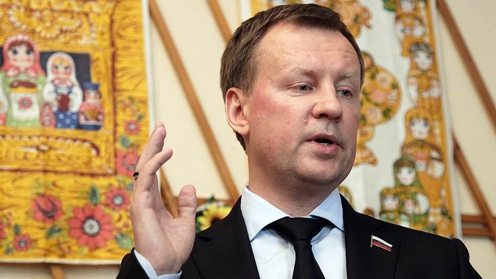 Сомнительное образование не стало помехой для карьерного роста Дениса Вороненкова