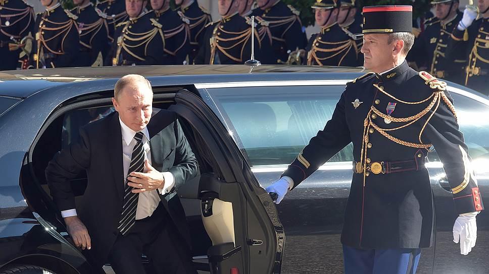 Какой повод для встречи нашелся у Владимира Путина и Эмманюэля Макрона