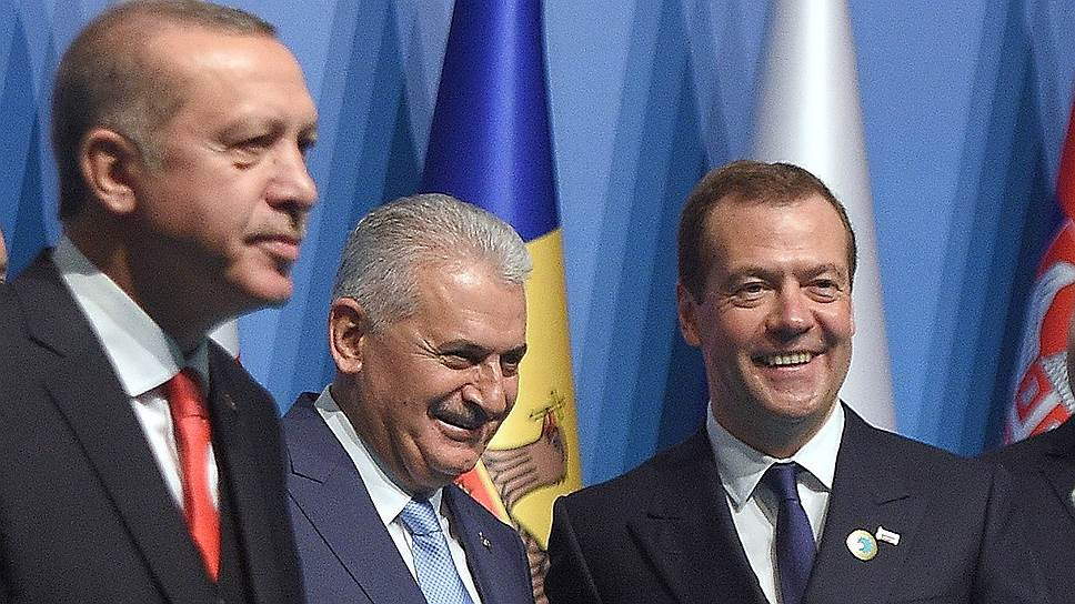 В тот день, когда премьер-министр России Дмитрий Медведев встречался с президентом Турции Реджепом Тайипом Эрдоганом, возникли новые проблемы с импортом российского продовольствия