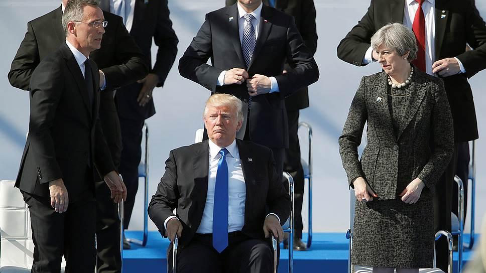 Слева направо: генсек НАТО Йенс Столтенберг, президент США Дональд Трамп, премьер-министр Великобритании Тереза Мэй