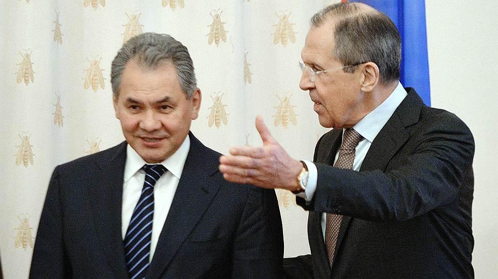 Предыдущая встреча российских и египетских министров в формате «2+2» прошла в Москве в 2014 году (на фото). Спустя три года в Каире с российской стороны — те же действующие лица: Сергей Шойгу и Сергей Лавров