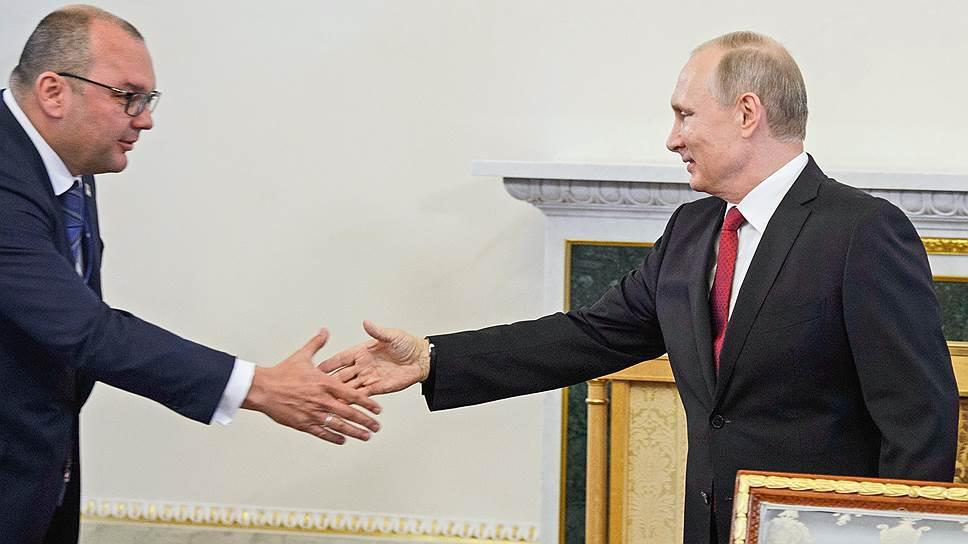 Генеральный директор ТАСС Сергей Михайлов собрал всех, каких мог, глав международных информационных агентств, чтобы они наговорились с Владимиром Путиным