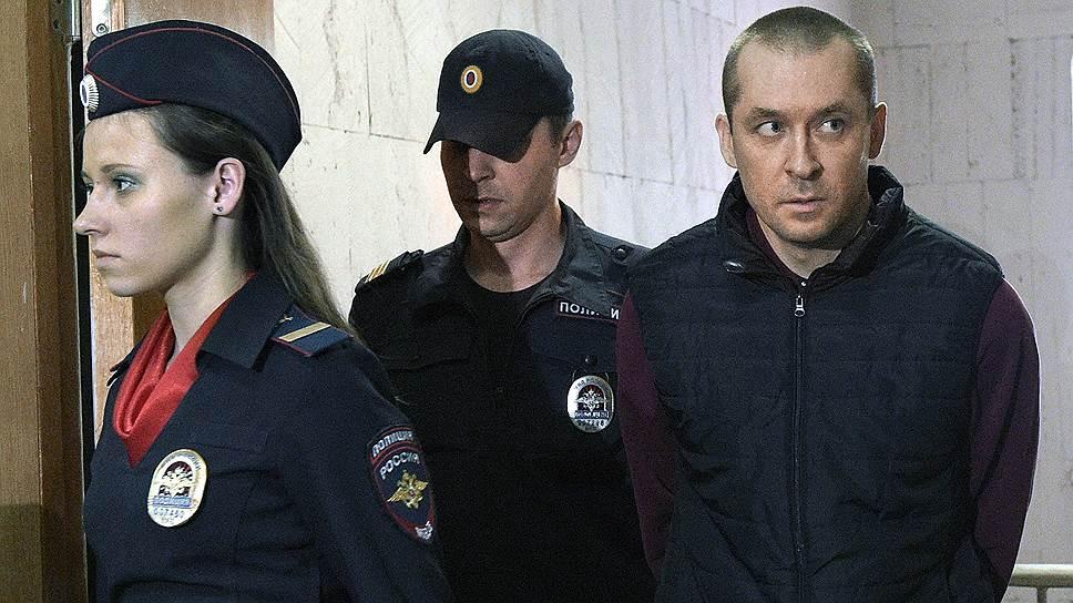 Почему в июне экс-полицейского оставили в СИЗО еще на три месяца