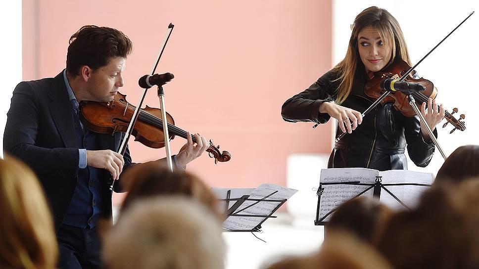 Юлиан Рахлин и Сара Макелрави приняли участие в завершавшем фестиваль «Музыкальном променаде»