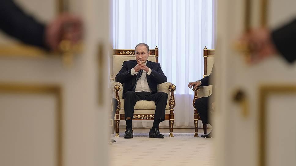 Россия добивается того, чтобы двери ШОС открылись не только для Индии и Пакистана, но и для Ирана (на фото: президент РФ Владимир Путин на прошлогоднем саммите организации в Ташкенте)