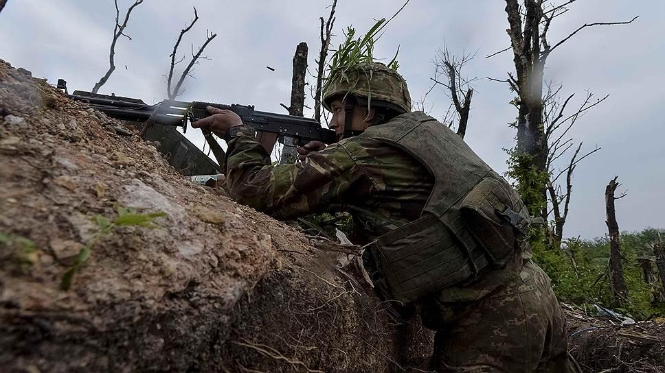 В Донбассе берут с бою переговорные позиции