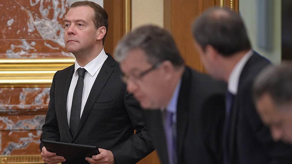 Правительство во главе с премьер-министром РФ Дмитрием Медведевым пошло навстречу поставщикам и смягчило условия обеспечения госконтрактов