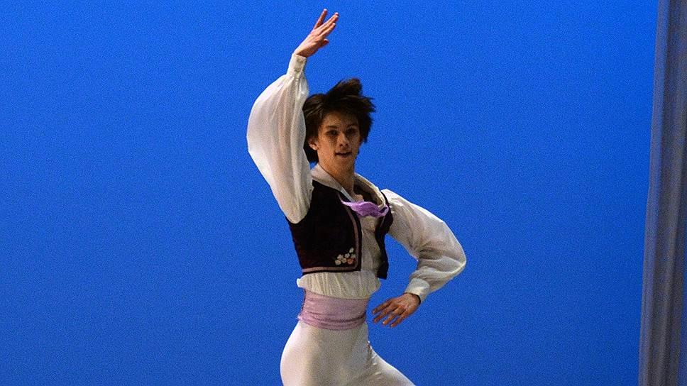 18-летний Марк Чино, студент последнего курса Московской академии хореографии, открыл конкурс вариацией Франца из «Коппелии»