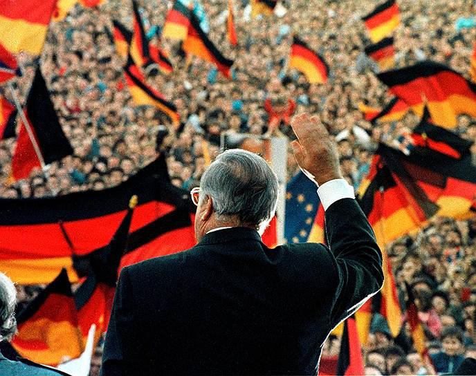 На посту канцлера ФРГ Гельмут Коль продержался рекордные 16 лет — с 1982 по 1998 год