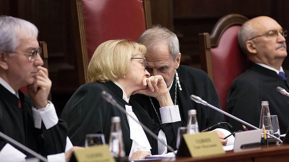Конституционному суду приходится разбираться с последствиями позиции Верховного суда, защитившего государство от оплаты судебных издержек граждан, оспоривших кадастровую оценку