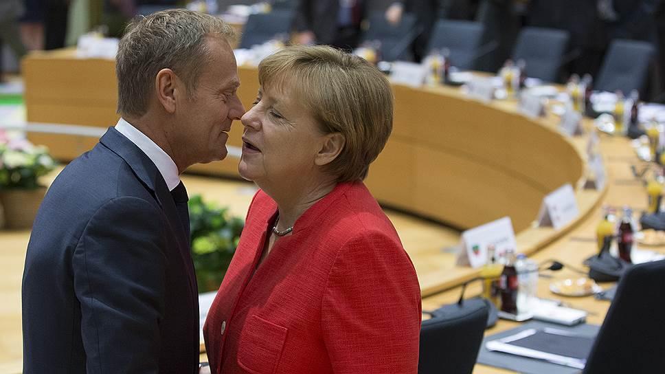 Сторонники любых изменений политики санкций в отношении России могли почувствовать, что позиция канцлера ФРГ Ангелы Меркель (на фото — с председателем Евросовета Дональдом Туском) не изменилась