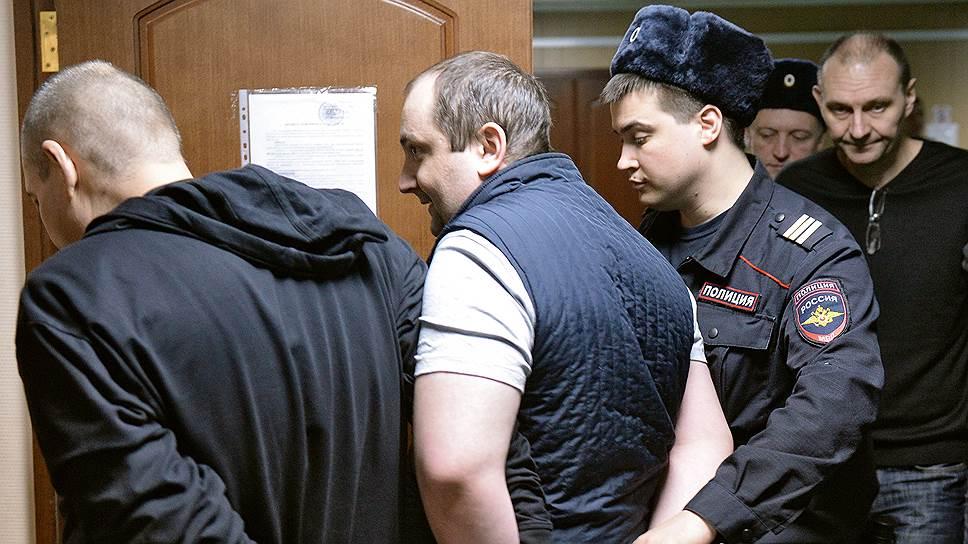 Гособвинение рассчитывает, что Сергей Магин (в центре) вместо назначенных ему восьми лет и пяти месяцев получит 15 лет