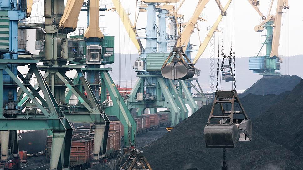 После того как президенту пожаловались на угольную пыль в портах, депутаты предложили стивидорам потратиться на крышу