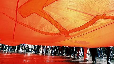 Геннадий Зюганов несет слово президента коммунистам // КПРФ думает, как решить проблемы с губернаторскими выборами