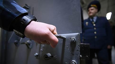 Взятки под защиту дипломатов // Двух полковников ФСБ отправили в СИЗО по обвинению в коррупции