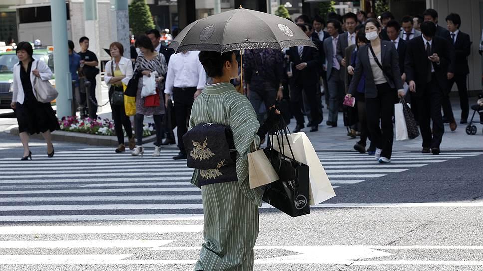 Почему японки сталкиваются со «стеклянным потолком» и «липким полом»