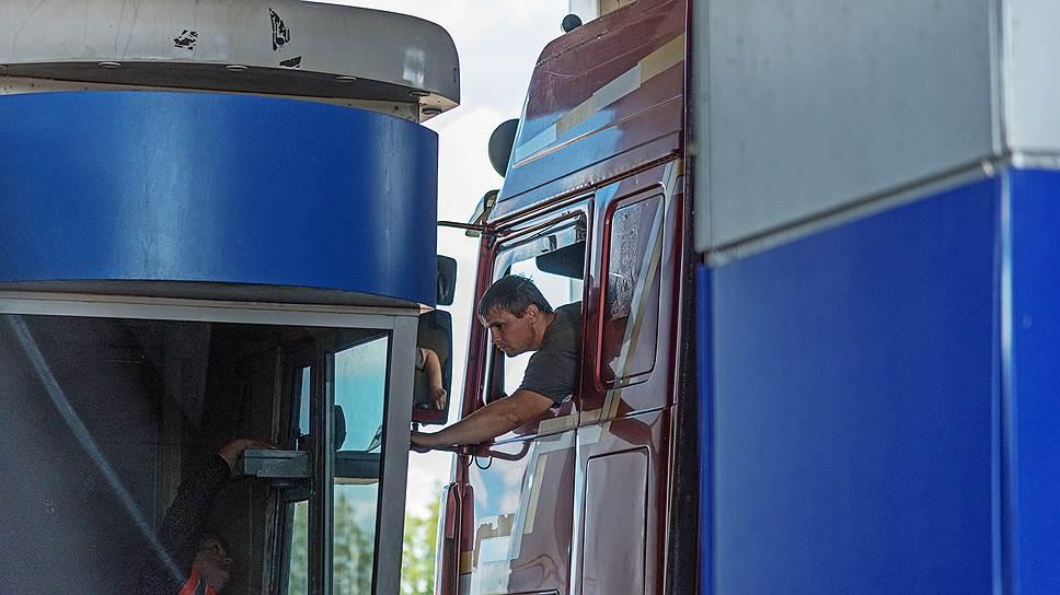 На отдельных участках новой дороги Москва—Петербург можно будет как следует разогнаться, притормозив у пункта взимания платы