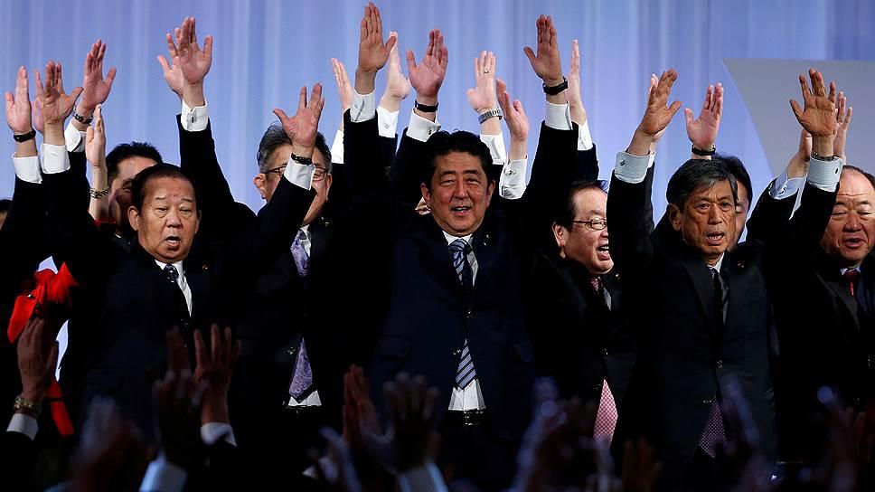 Как Синдзо Абэ поднял рейтинг перестановками