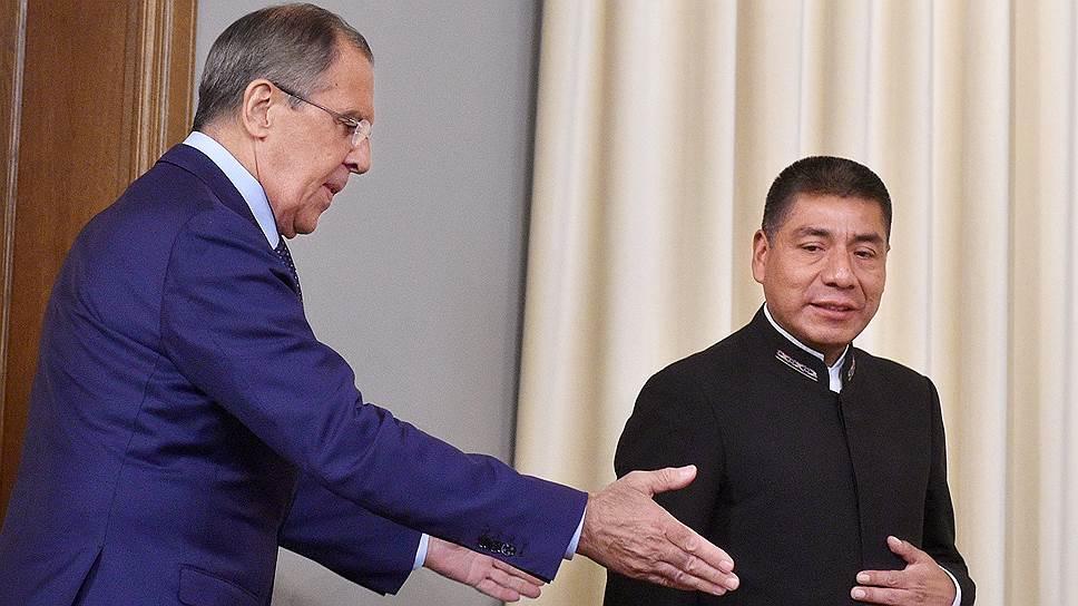 Сергей Лавров пообещал «всячески помогать боливийским друзьям» (на фото справа: глава МИД республики Фернандо Уанакуни) в организации встречи лидеров стран—экспортеров газа
