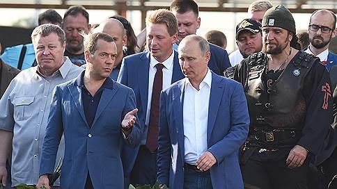 Обращение к городу и Крыму // Как Владимир Путин и Дмитрий Медведев провели день на полуострове