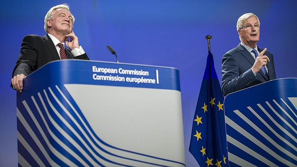 Координаторы по переговорам по «Брекситу» от Великобритании Дэвид Дэвис (слева) и от ЕС Мишель Барнье не смогли договориться о том, должен ли Лондон заплатить за выход из союза